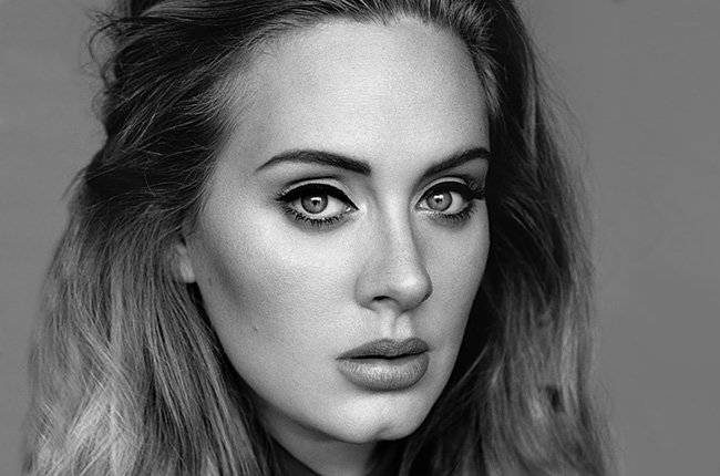 Adele Walks Into Jamba Juice, Acts Certifiably Insane